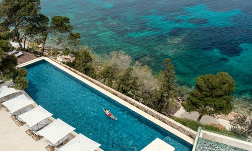 The first of its kind in Greece, Four Seasons Astir Palace brings back glamour to the Athenian Riviera